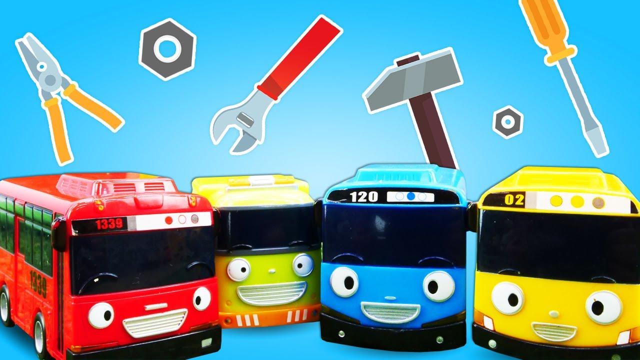 O pneu do Tayo furou na estrada! Historinhas com brinquedos do ônibus infantil Tayo