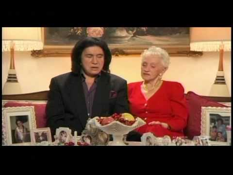 Gene Simmons sings Hungarian with his Mom