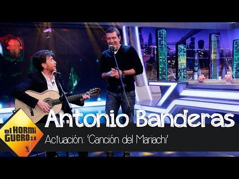 Antonio Banderas y Pablo Motos hacen una versión de la canción del Mariachi en El Hormiguero 3.0