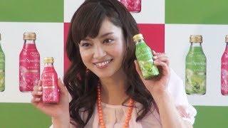 女優の平愛梨(29)が約1週間前に右足中指を骨折し、全治1ヶ月のけがを...