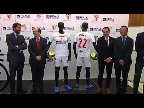 El Sevilla presenta la camiseta para la final de la Copa del Rey