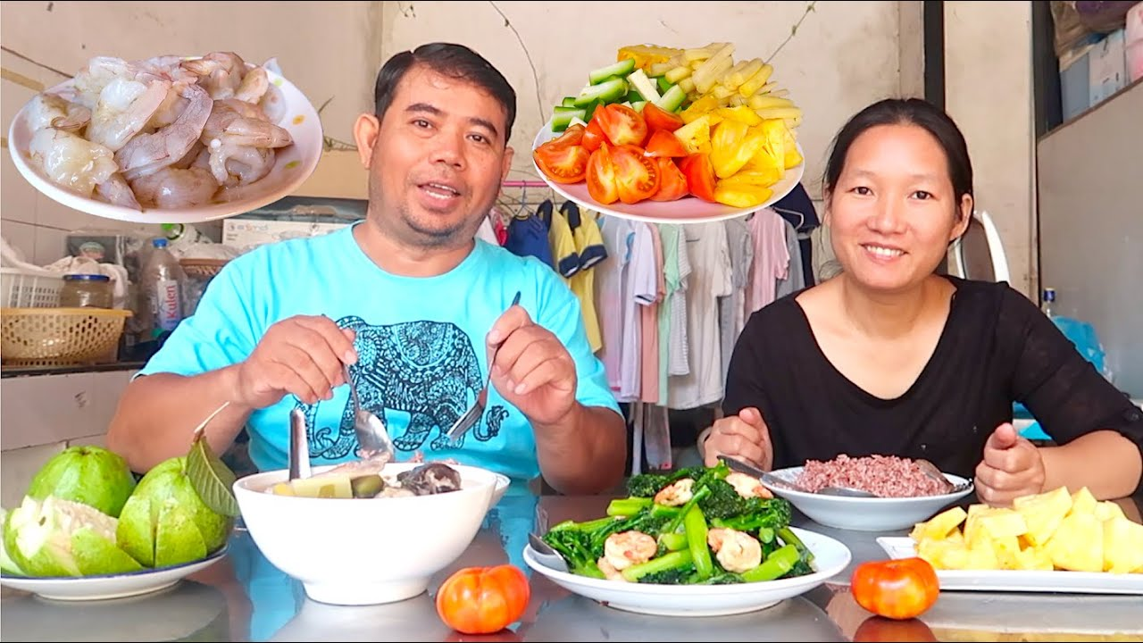Daily Life in Cambodia   Making Samlor Machoo Yuon or Sour Fish Soup & Fried Broccoli with Shrimp