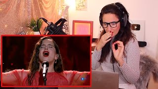 Vocal Coach Reacts - Rosalía canta 'Me quedo contigo'