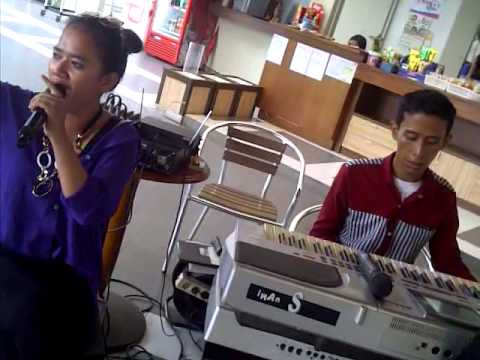 febbys Music in Phing's Resto with Rika Amalia