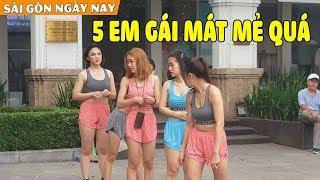 Bất ngờ bắt gặp 5 cô gái mặc chẳng giống ai ở trung tâm Hà Nội