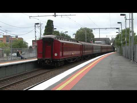 14/11/2010 - K153 steams through Yarraville