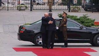 Із почесною вартою та оркестром зустрічав Порошенко Лукашенка