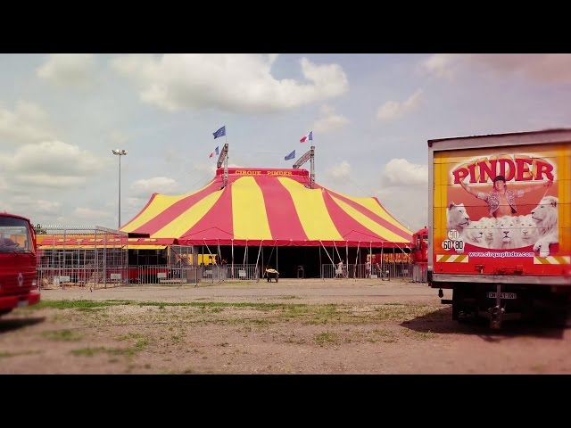 Montage du chapiteau du Cirque Pinder - Time-lapse