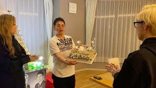 ウーバーイーツ10万円大食いで誕生日プレゼントとケーキが届くドッキリしてみたw【宮迫ヒカルねお】