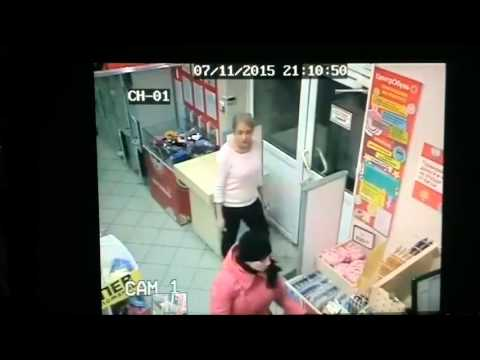 Пьяная дама напала на продавца магазина в Воронеже Моисеева 7