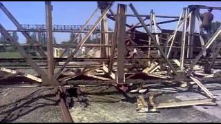 ЗАВАЛИЛИ КРАН(завалили кран ; падение ; металлолом ; демонтаж; козловой кран., 2014-05-22T23:31:06.000Z)