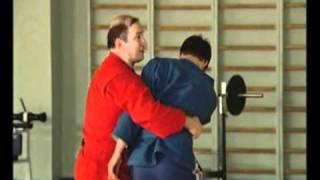 Самбо  Бросок через грудь с подсадом бедром