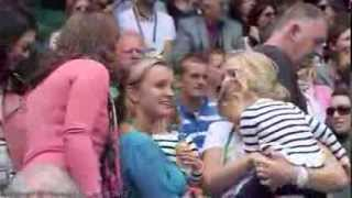 [HD] Roger Federer Twin Daughters Welcoming Papa at 2012 Wimbledon QF