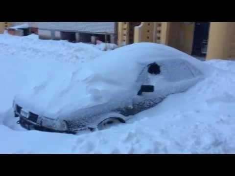Машини под снегом