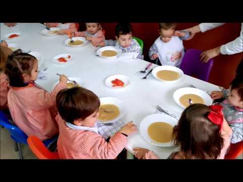 Mirad lo bien que comen vuestros niños en el comedor de Bambú.