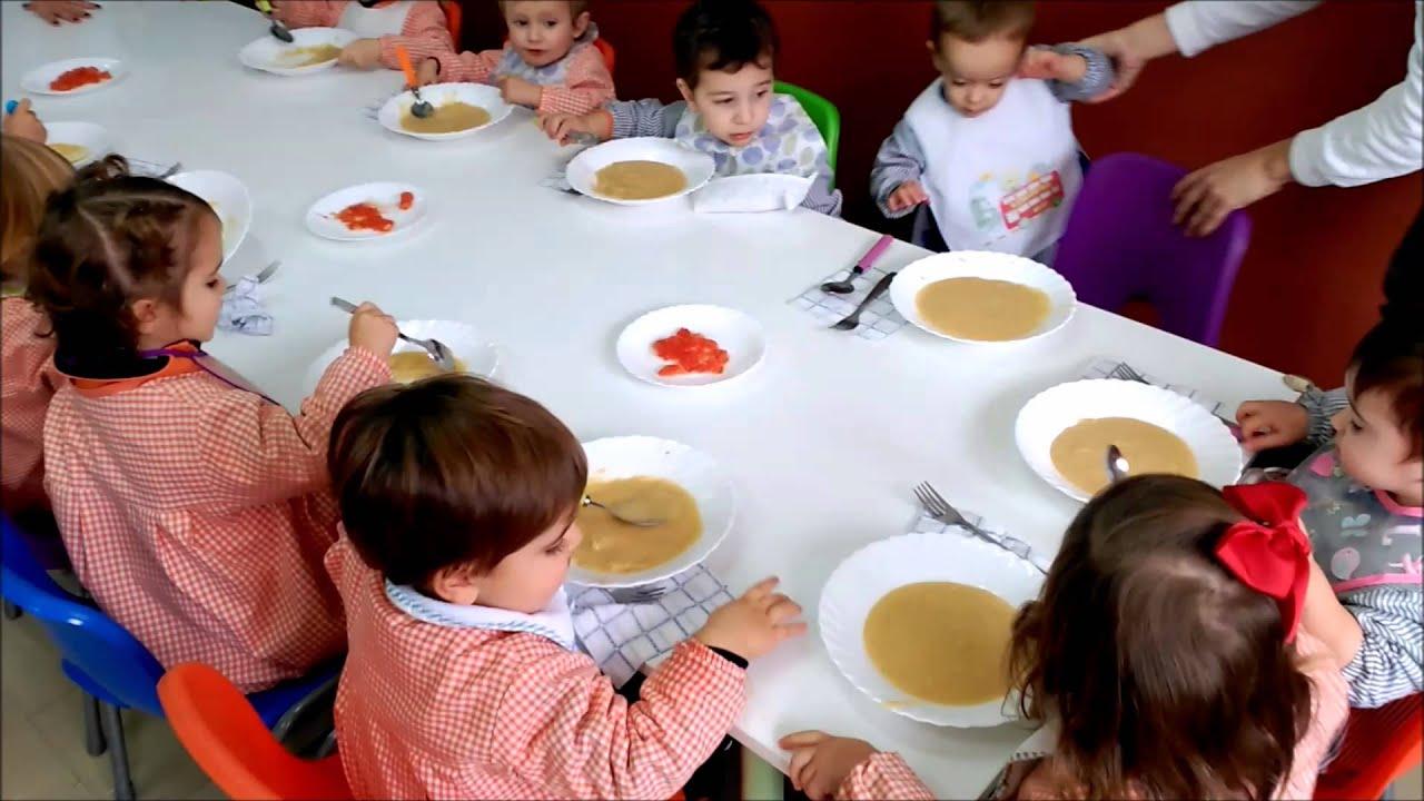 Mirad Lo Bien Que Comen Vuestros Niños En El Comedor De