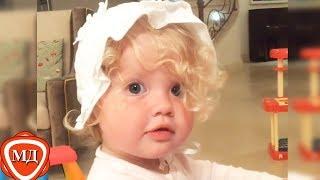 ИЗ СЕМЕЙНОГО АРХИВА ПУГАЧЕВОЙ И ГАЛКИНА: Какой была Лиза  в 1,5 года!