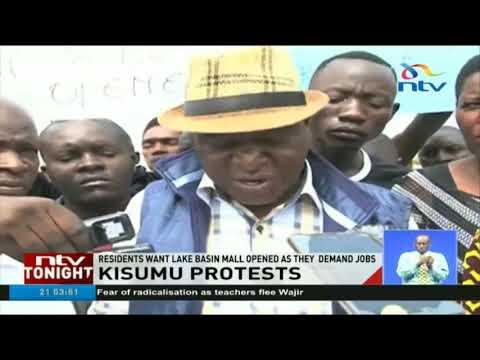 Kisumu residents protest outside Lake Basin Development Authority Mall demanding jobs