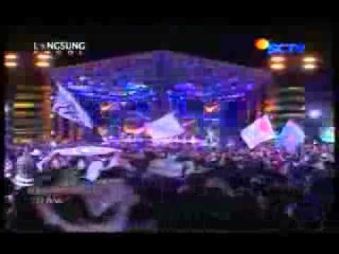Ungu Feat CherryBelle - Ciuman Pertama @ Gempita 2012 SCTV 111231.3gp