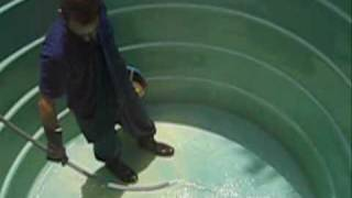 Limpeza e desinfecção de reservatórios de água.