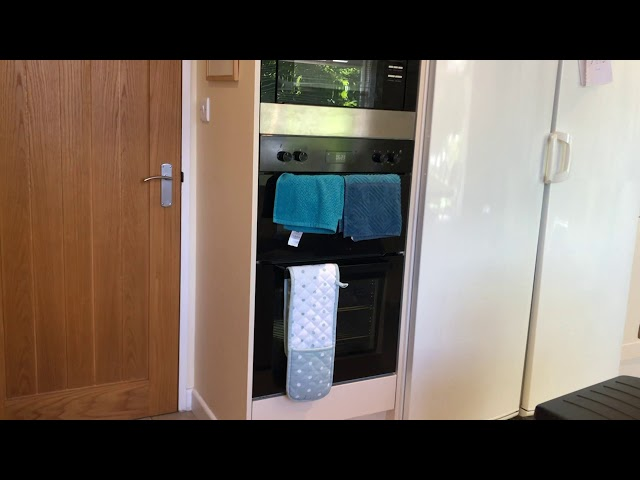 Ensuite Bedroom  5 mins walk to town Main Photo