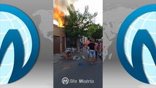 Incêndio de altas proporções atinge terreno próximo a residências no João Cabral