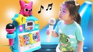 동전을 넣으면 노래를 부를수 있어요!! 서은이의 핑크퐁 아기상어 동전 노래방 진짜 노래방 체험  Pinkfong Baby Shark Singing Room Toy