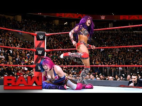 Asuka and Sasha Banks hold nothing back in instant classic: Raw, Jan. 29, 2018