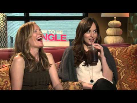 How To Be Single: Leslie Mann & Dakota Johnson Official Movie Interview
