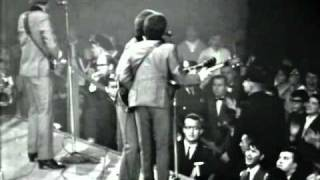The Beatles - Twist And Shout [HD] Live Washington 1964 (Complete)