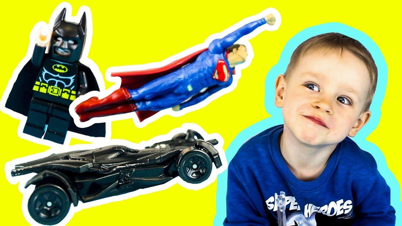 СУПЕРГЕРОИ Бэтмен и СУПЕРМЕН Трасса ХОТ ВИЛС и Бэтмобиль  Hot Wheels Видео для детей Детский мультик