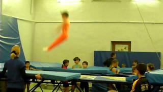 прыжки на батуте Дима Логин , 8 лет Москва.1 часть