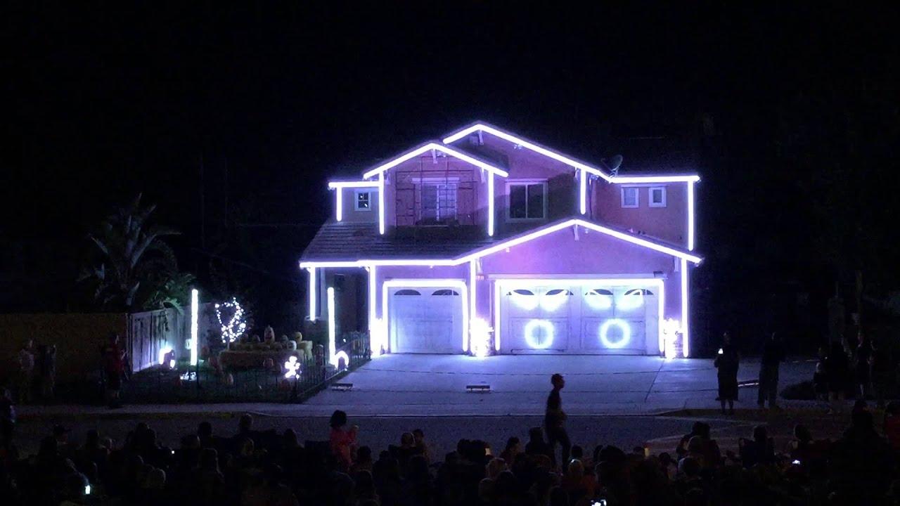Halloween light show house in Riverside, CA - Black Eye Peas - Pump It