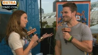 'Extra at Comic-Con': 'Arrow' Stars Stephen Amell and Katie Cassidy