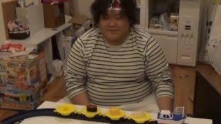 誕生日のお祝いに寿司を握る thumbnail