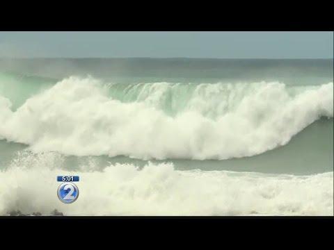 High surf shuts down Kamehameha Hwy. along Oahu's North Shore