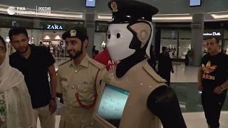 Робот   полицейский на дежурстве в ТЦ Дубая