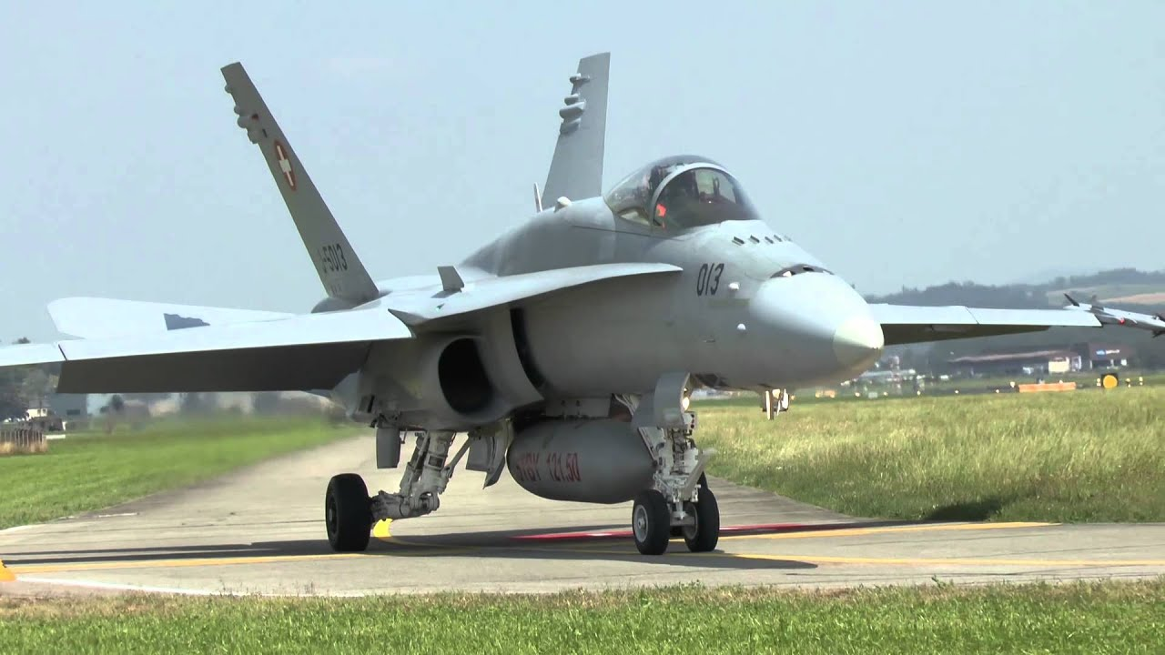 Militärflugplatz Emmen Flugbetrieb mit F/A-18 und F-5 ...