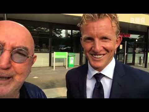 Vermeegen Voetbalvlogs - Harry praat bij met Dirk Kuyt