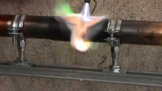 пайка медной трубы твёрдым припоем(видео для проверки соблюдения технологии пайки., 2013-05-16T12:21:56.000Z)