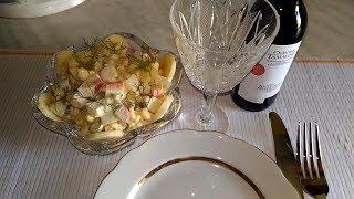 Необычный и очень простой салат с крабами и бананом