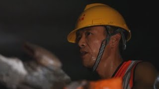 Longest tunnel on China-Laos railway drilled through