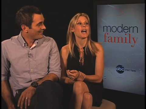 Modern Family - Ty Burrell and Julie Bowen - Claire & Phill