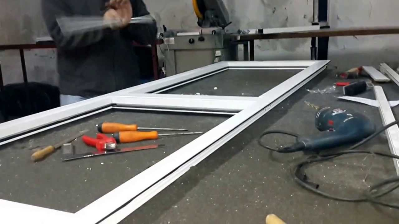Fabrication porte en aluminium vitr e youtube for Fabriquer une porte de garage 4 vantaux