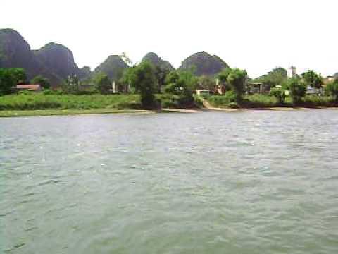 Bên sông và núi cạnh Phong Nha, Việt Nam