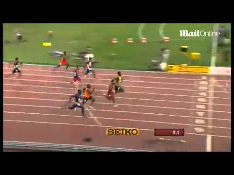 Mo Farah wins the 10000 metres at World...