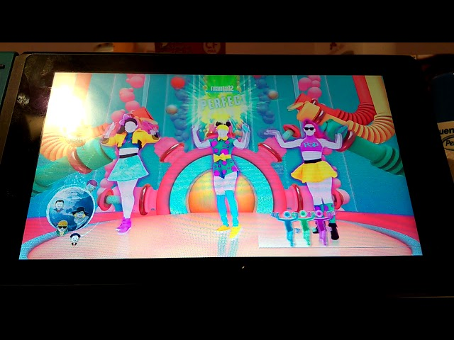Playing JUST DANCE 2018 WDF Bubble pop