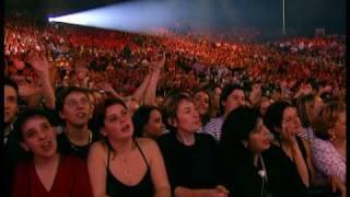 Alizee - Les Enfoires 2002 - Ca Va Pas Changer Le Monde.