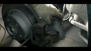 Замена задних тормозных колодок и датчика износа на БМВ F25