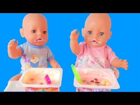 Пупсик Рома кушает йогурт Растишка /Куклы Беби Бон кушают йогурты с конфетами/Зырики ТВ